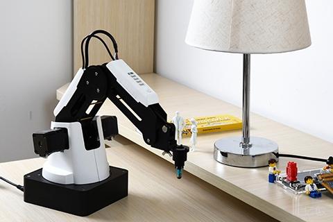 后起之秀偏爱机械臂,李克强:你们要带头把机器人教育普及起来!